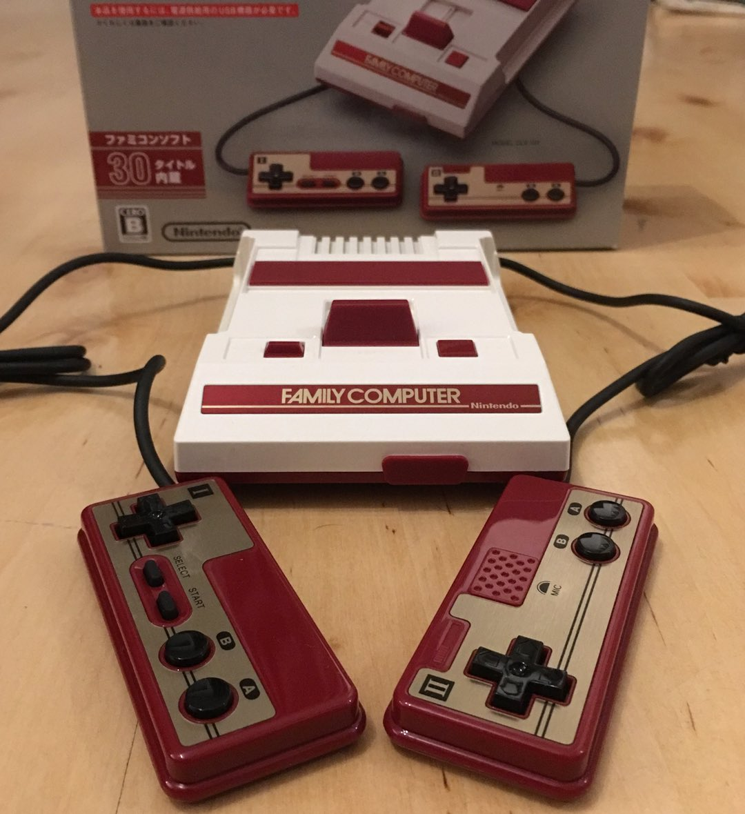 La Famicom Mini, copie conforme de la Famicom de 1983